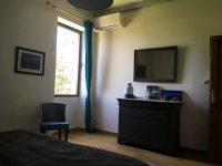 Unité murale de climatisation réversible pour une chambre
